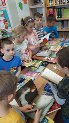 Galeria podarowano bibliotece